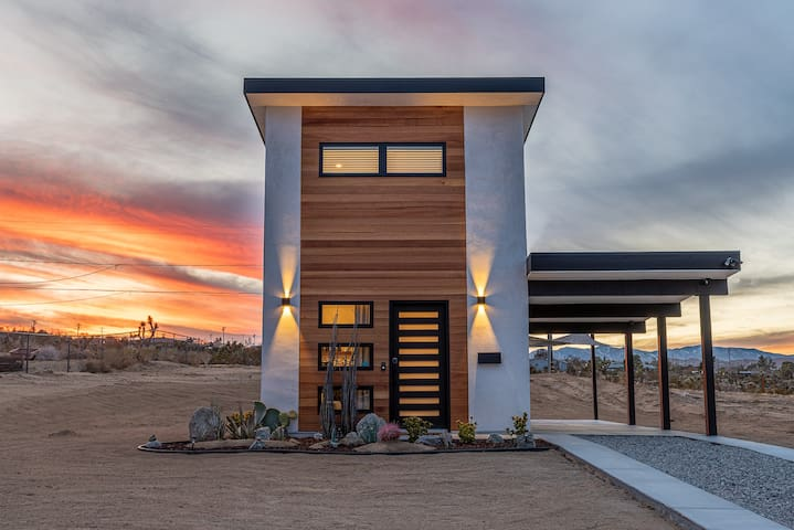 Hop into the Joshua Tree Harebnb! 300sf tiny home