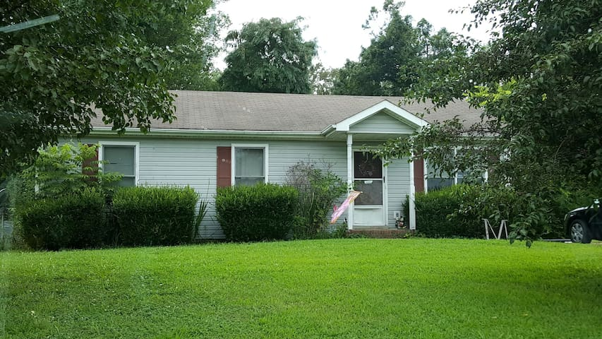 Room near Ft. Campbell. - Clarksville - House
