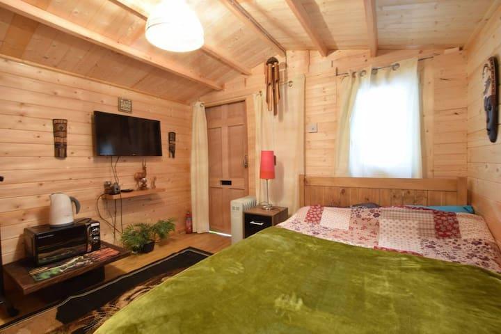 Wooden Hut Mile End Wi-Fi & Netflix
