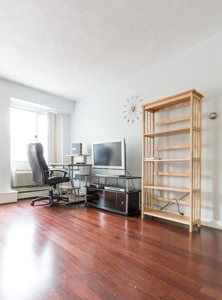 2 Bed w/ Parking Two Blocks from Harvard