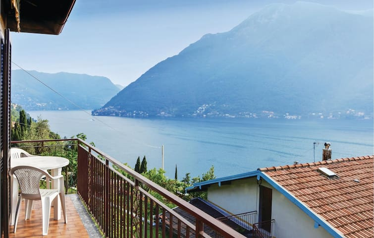 Semi-Detached with 3 bedrooms on 105m² in Nesso -CO-