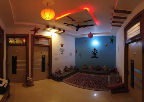 king room wth AIR CON @ YOGA guesthouse near TAJ