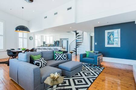Loft Penthouse Apt with Rooftop Terrace + Parking - Saint Kilda - アパート
