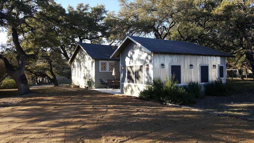 Downtown Dripping Springs Schoolhouse Cottage