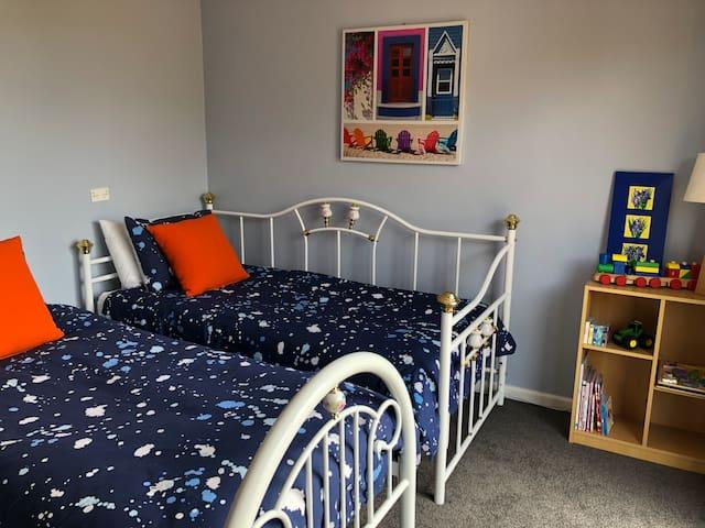 Bedroom 3 2 Single beds