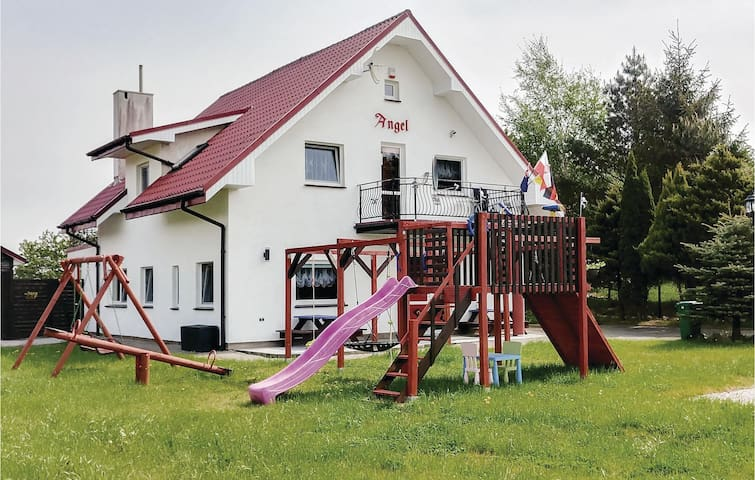 Holiday cottage with 7 bedrooms on 180m² in Rusinowo