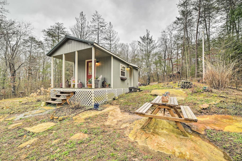 Welcome to your Tennessee home-away-from-home for up to 3 guests!