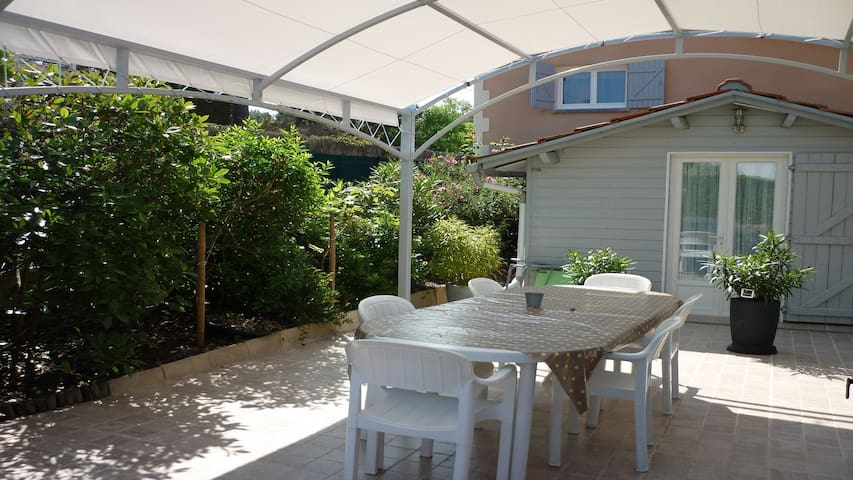 Villa neuve,jardin arboré,clôt 600m de la plage - Lacanau - Villa