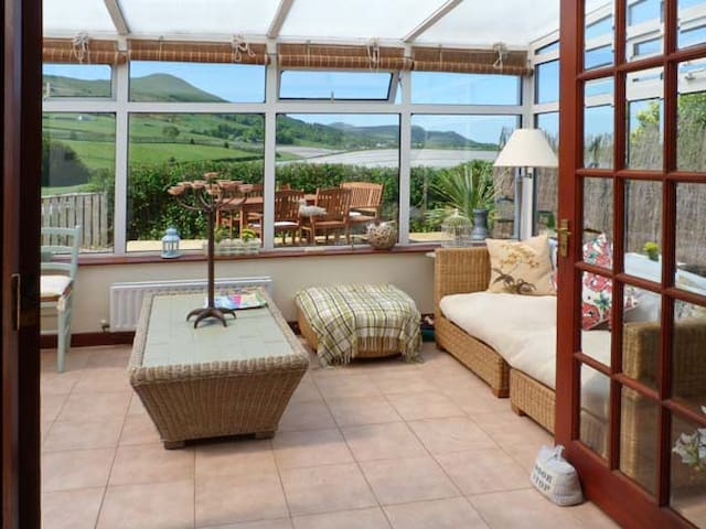 BROOK COTTAGE, pet friendly, with open fire in Falkland, Ref 16253