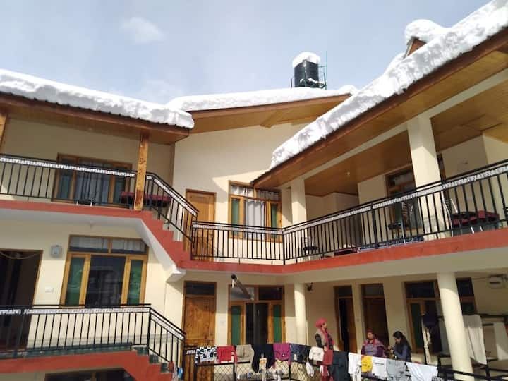 Introducing Beautiful Stay In Old Manali 302