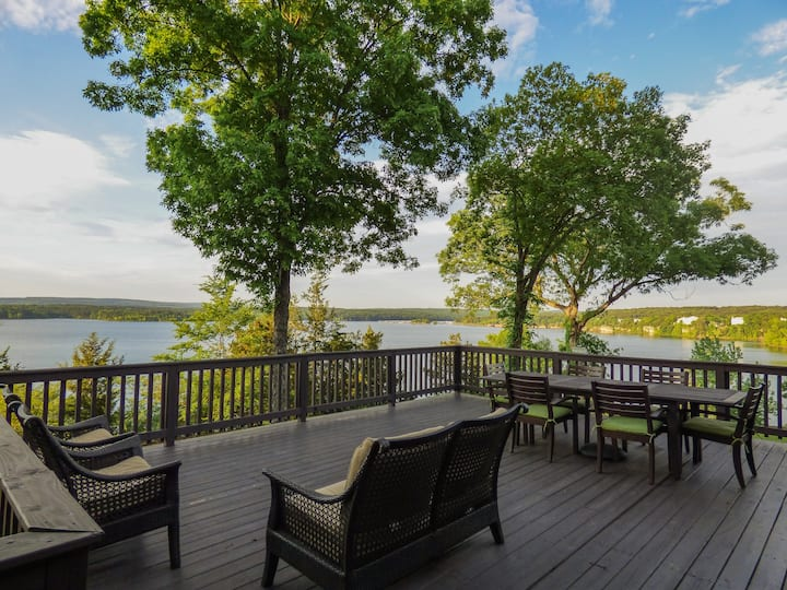 Amazing View of GFL! Pool Table, Fire Pit, & More!