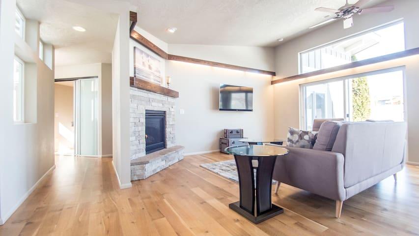 Newer Modern Single Level in South Boise