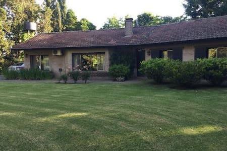 Casa en Chacras de Murray - Pilar - Дом
