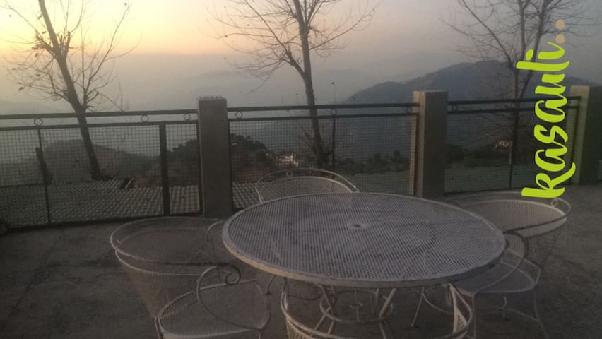 Barnala Estate, Kasauli per Suite - Kasauli - Bed & Breakfast