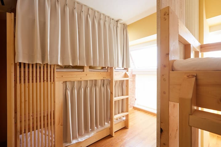 Male dormitory room 1 bunk bed with breakfast