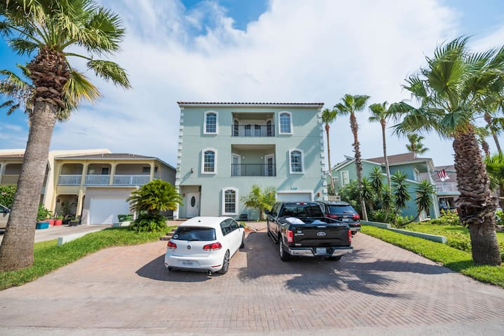 7 BEDROOM, 3 STORY HOUSE - GREAT FOR LARGE GROUPS - South Padre Island - House