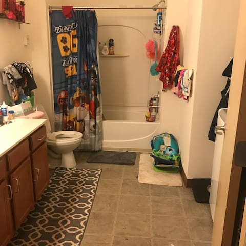 LOVELY Loft dwnTOWN MKE single rm shared bathroom