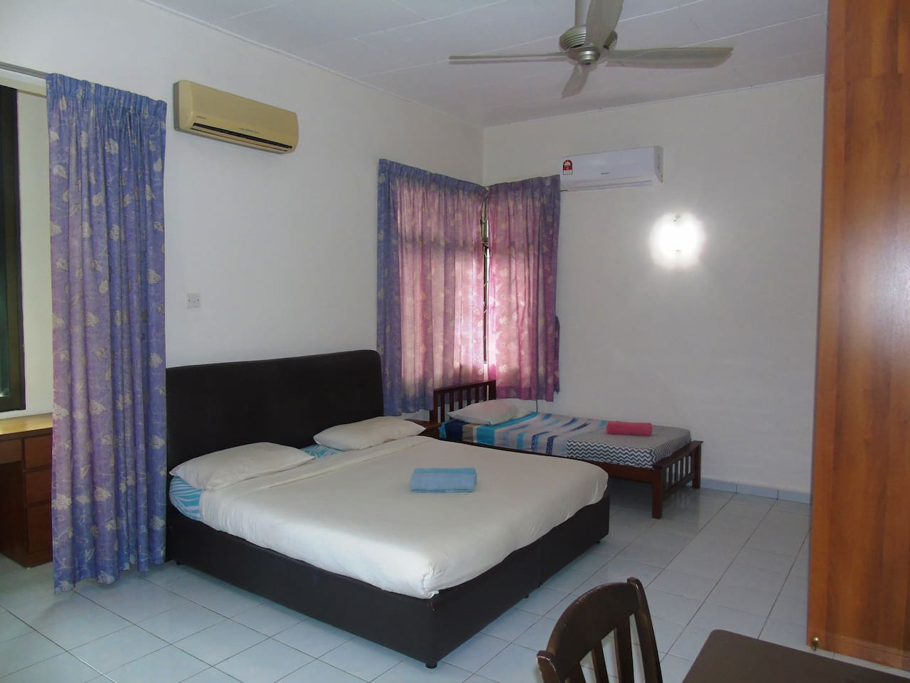 Spacious, large and convenient master room with attached bathroom, few wardrobes with drawers, desktop and big windows. Convenient place to work with fiber optic WiFi (if necessary can provide cable connection to router)