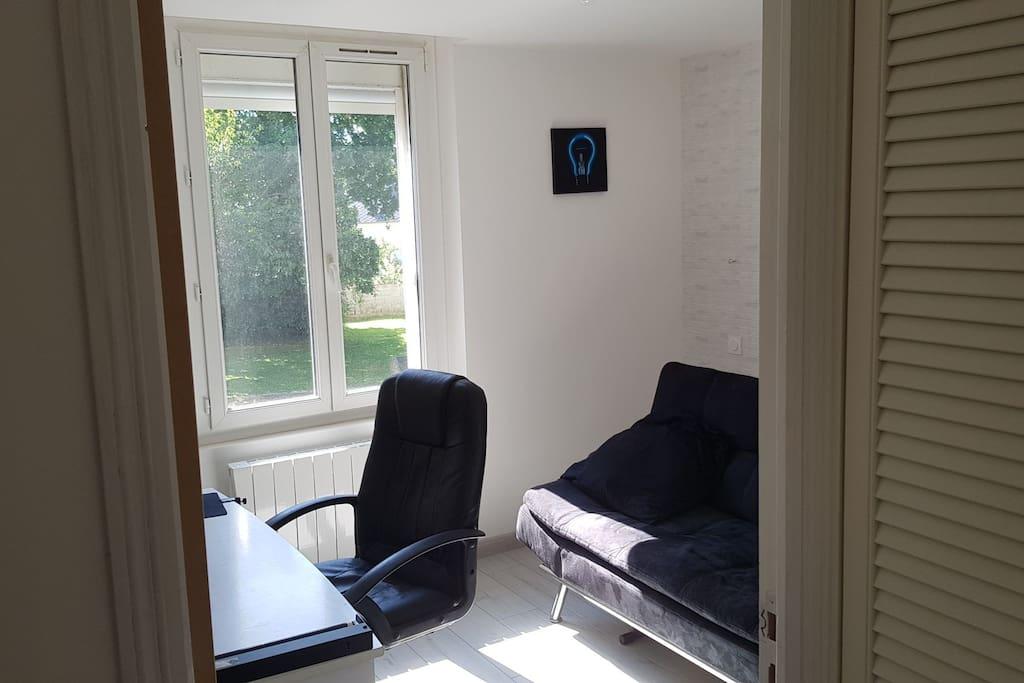 Chambre secondaire avec canapé-lit