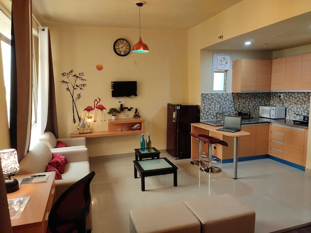 Studio Apartment ★★★★★ close to India Expo Centre