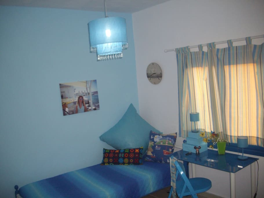Room no2 - 2 single beds.