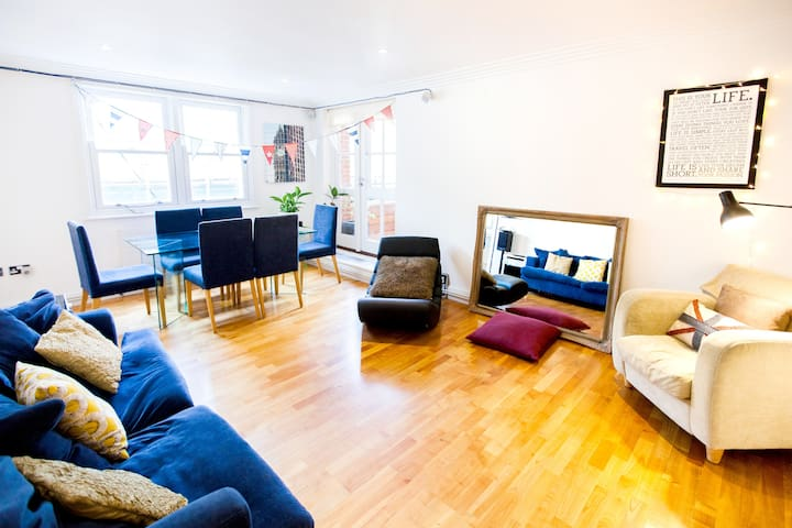 Central Covent Garden balcony flat - London - Leilighet