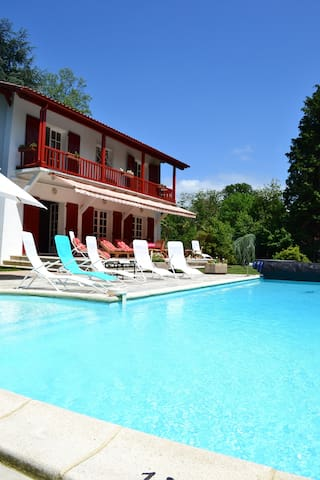 Great villa basque with heated pool near Biarritz - Cambo-les-Bains - วิลล่า