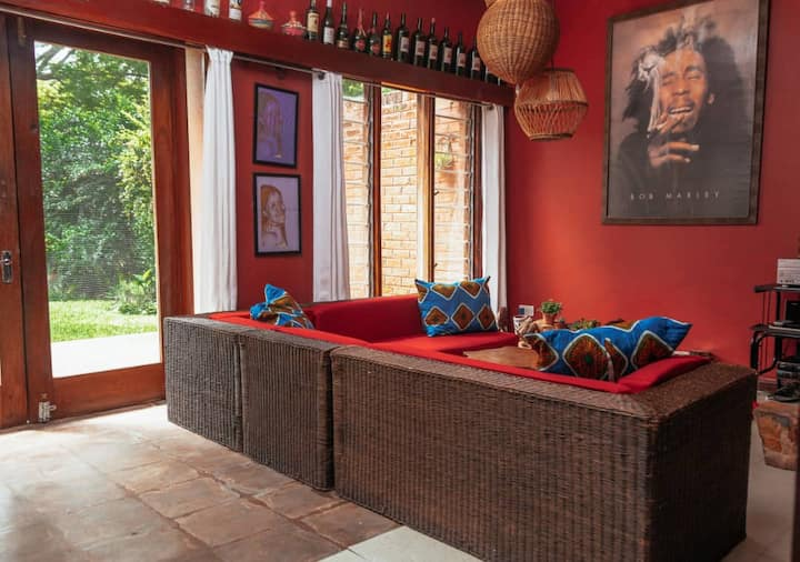 Charming, cosy, African decor flat in safe area.