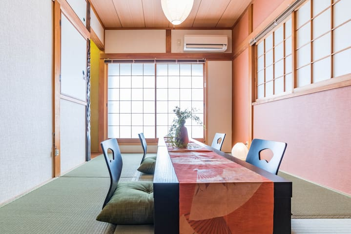 Please enjoy a calm time in a relaxed atmosphere Japanese room.