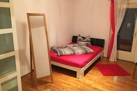Smartes Zimmer im Münchner Westen, Oktoberfestnähe - München - Apartment