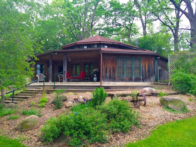 Twin Springs Lodge - Decorah
