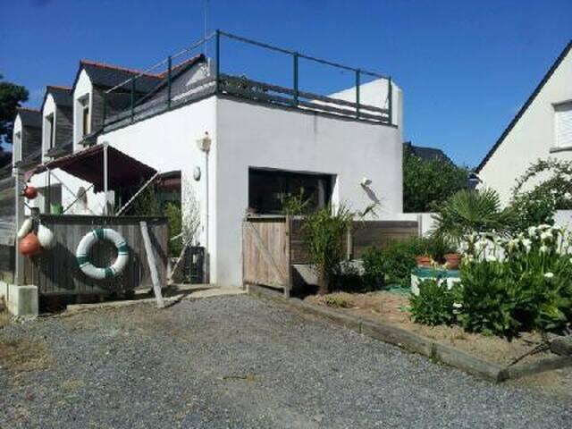 Maison calme, Arzon, jardin clos et ensoleillé
