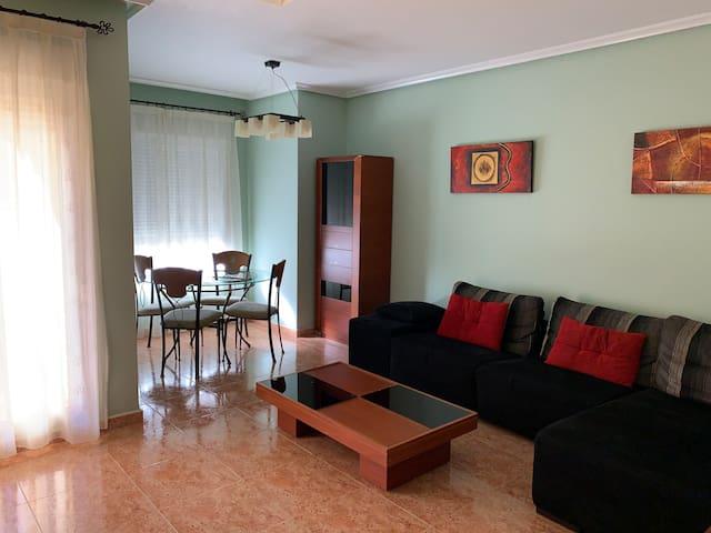 Apartamento completo. Calefacción central y wifi