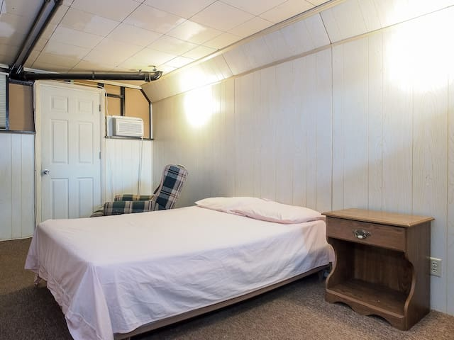 Spacious Room with 2 Large Closets - Baltimore - Huis
