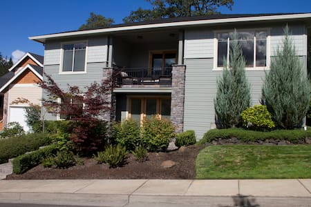 Upscale Suite with kitchen: 900sqft near UO and I5 - Eugene - Rumah