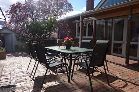 Family Friendly House in Hobart - Sandy Bay