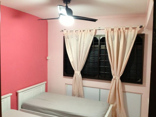 Pink Room Rental FREE ONE MONTH - Singapura - Casa