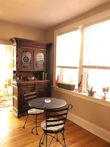 Cozy Shaw Apartment, private space. Sun filled.