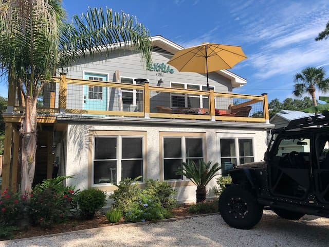 Salt Life Beach Cottage, private deck & patio