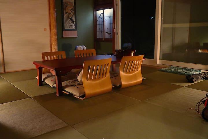 琉球畳の落ち着く和室