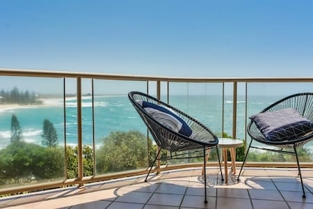 🌊Ocean Front Moffat Beach 🌊Private Rooftop Terrace🌊Walk to cafe's, restaurants