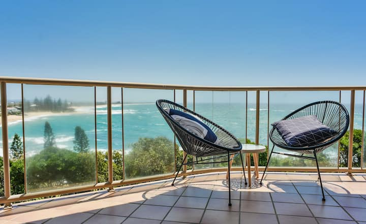 🌴Ocean Front Moffat Beach🌴Private Rooftop Terrace Walk to cafes/restaurants