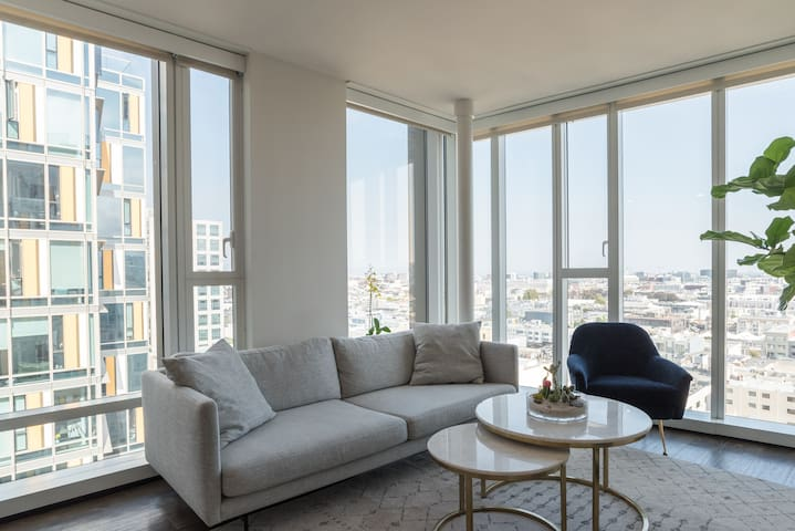 Bright and Airy Luxury 2BR 2BA SoMA Apartment