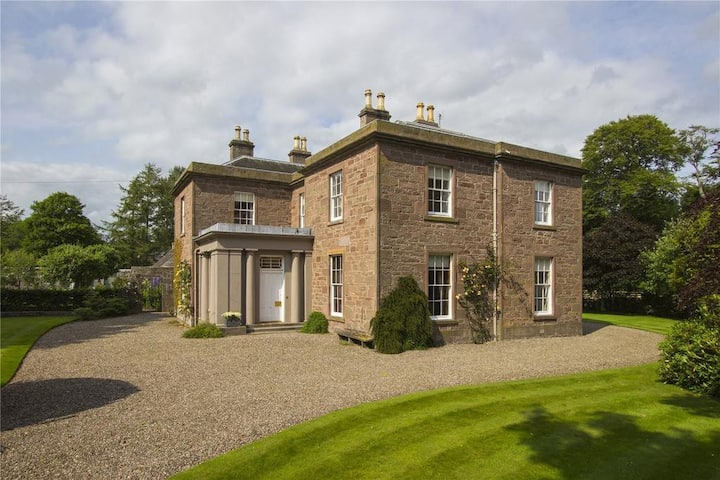 Lovely Manse near the sea; ideal for families.