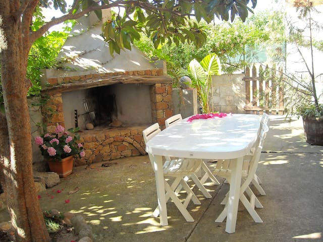 Home with garden and barbecue - Lotzorai - Daire