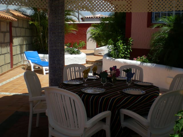Villa Palmera 300 meters from Beach/Playa