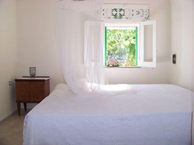 Camera da letto nella casetta/ sleeping room of garden house/ Schlafraum Gartenhäuschen