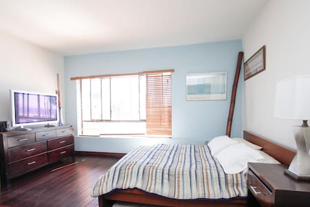 Ocean View Studio Apt on Ocean Ave! - Santa Monica - Lejlighed
