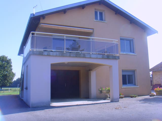 Acceuil à la ferme en Bresse - Courtes - Apartamento