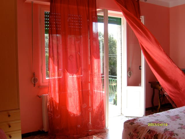 Red Rose By B & B Verdemare Pisa - Tirrenia